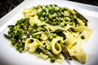 Pasta con Tirabeques y Guisantes